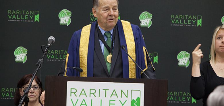 Tom Kean speaking at commencement