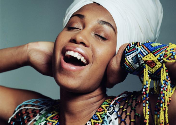 jazzmeia horn with eyes closed