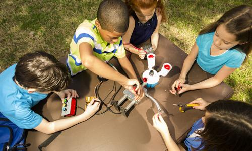 kids doing engineering activity